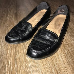 Clarks Artisan Womens 5M Black Glossy Loafers